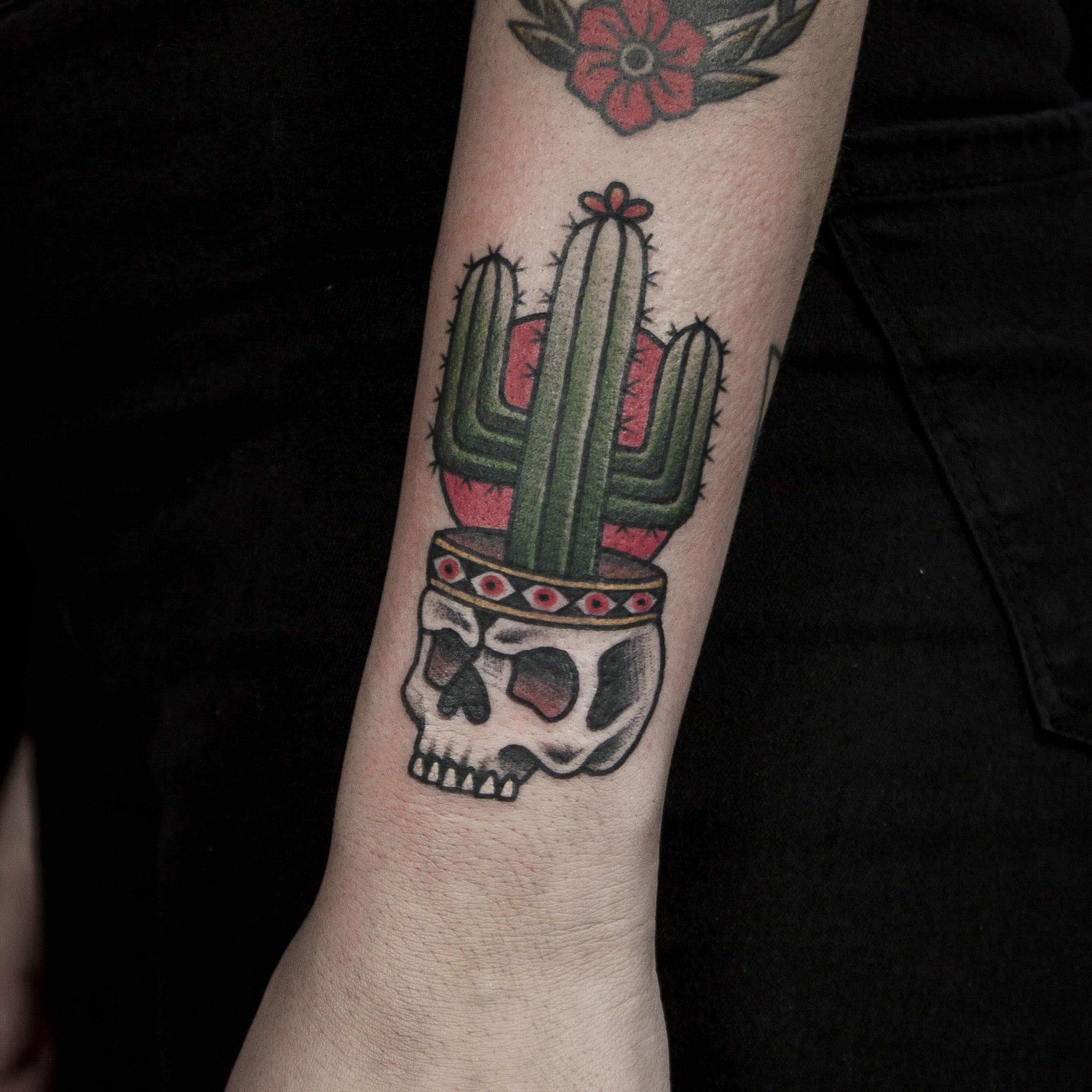 Tattoo brazo cactus no land tattoo parlour for The parlour tattoo