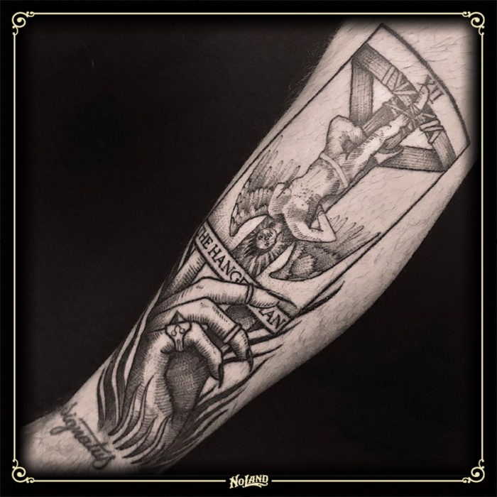 richard sorensen no land tattoo parlour blackwork tarot colgado